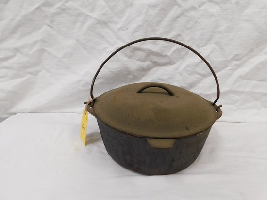 UNMARKED CAST IRON DUTCH OVEN