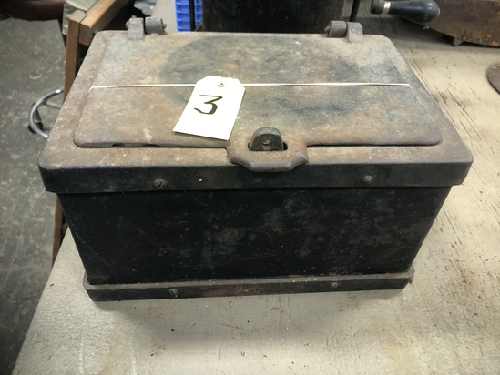 UNIQE, VERY HEAVY IRON LOCK BOX