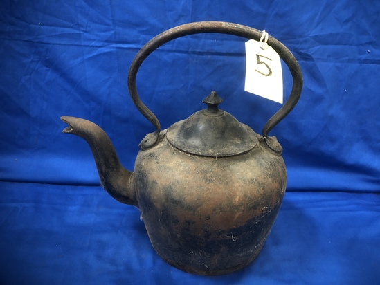 A KENRICK & SONS 7 PINT CAST IRON KETTLE
