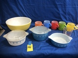 GROUP OF PYREX & FIRE KING KITCHEN ITEMS