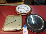 FLAT OF WALL CLOCKS