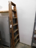 7FT WOOD STEP LADDER