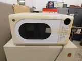 WHITE GE MICROWAVE OVEN