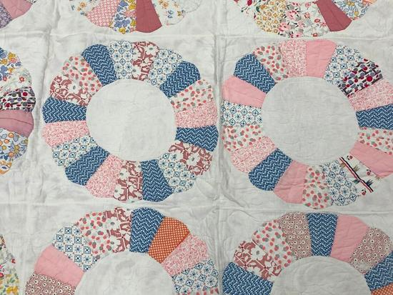 Traditional Wedding Ring Design Quilt.