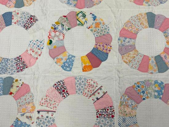Traditional Design Wedding Ring Quilt.