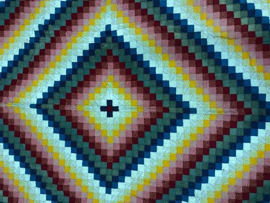 Traditional Design Pieced Patchwork Quilt.