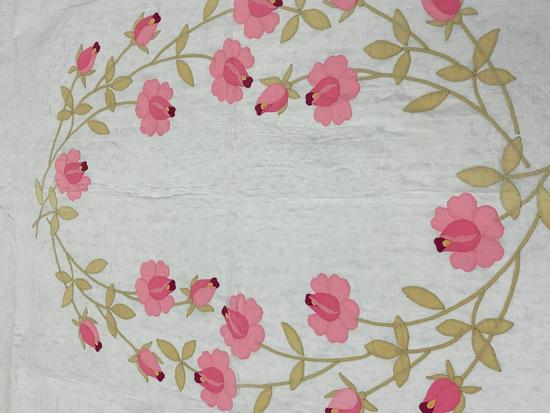 Fancy With Roses Appliqued Design With Scallop Edging Quilt.