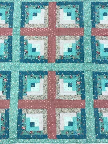 Traditional Design Pieced Quilt.