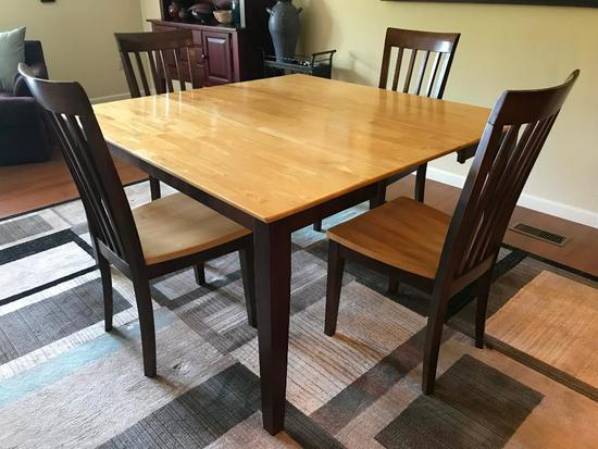 Dining Room Table W/4 Matching Chairs