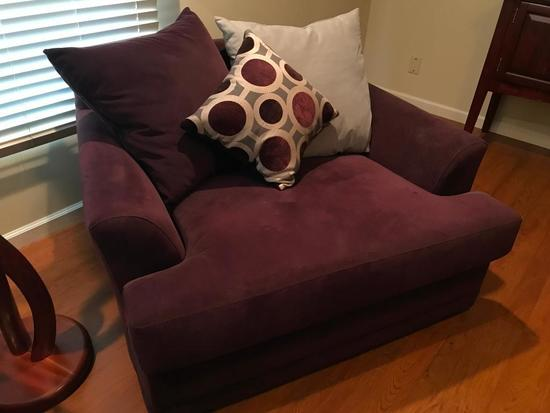 American Signature Oversized Chair W/Pillows