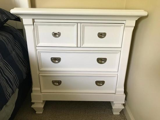 Wooden 3-Drawer Small Chest/Night Stand