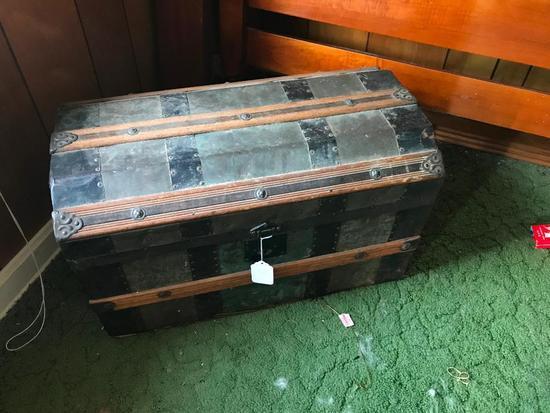 Antique Semi-Dome Trunk W/Insert Tray