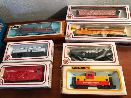 Bachman HO Scale Union Pacific Train Engine W/6 Cars In Boxes