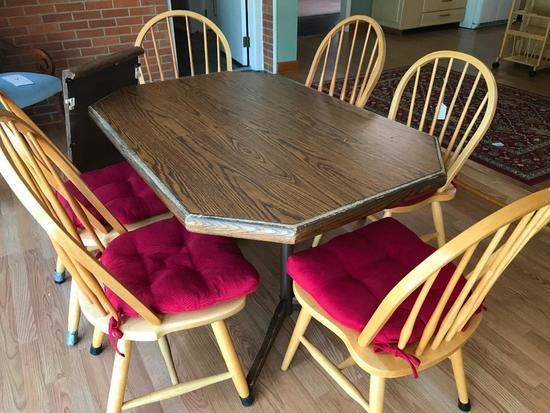 Oak Dinette Set W/(6) Chairs