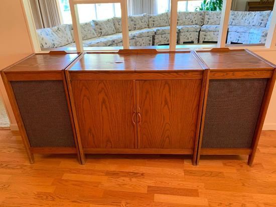 Custom Oak Stereo Cabinet W/Matching Speakers