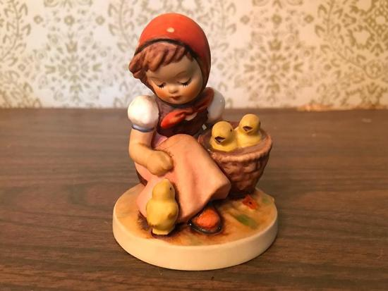 "Hummel Figurine: ""Chick Girl"""