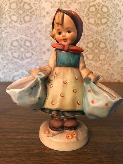 "Hummel Figurine: ""Mothers Darling"""