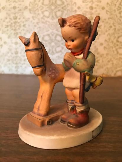 "Hummel Figurine: ""Prayer Before Battle"""