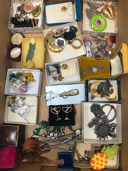 Nice Group Of Fashion Pins & Jewelry