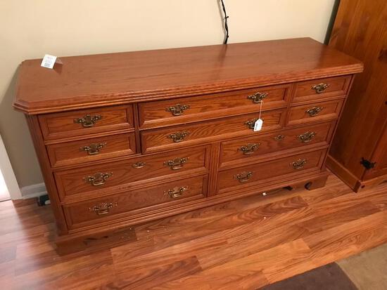 Bassett Furniture 10-Drawer Oak Dresser !NICE!