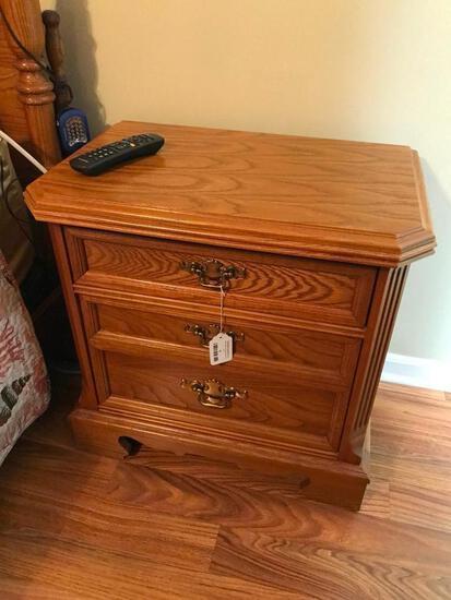 Bassett Furniture 2-Drawer Oak Night Stand