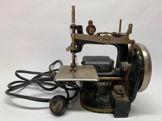 Antique Singer Featherweight/Child Size Sewing Machine W/Motor