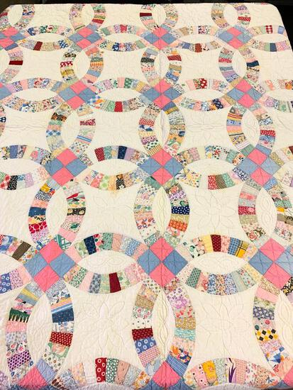"""Vintage Hand Stitched Quilt In """"Double Wedding Ring"""" Pattern"""