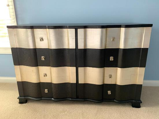 Double Serpentine Front 8-Drawer Chest