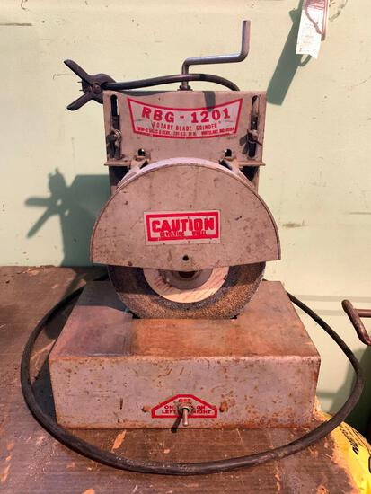 RBG-1201 Rotary Blade Grinder, Plugged in and Working