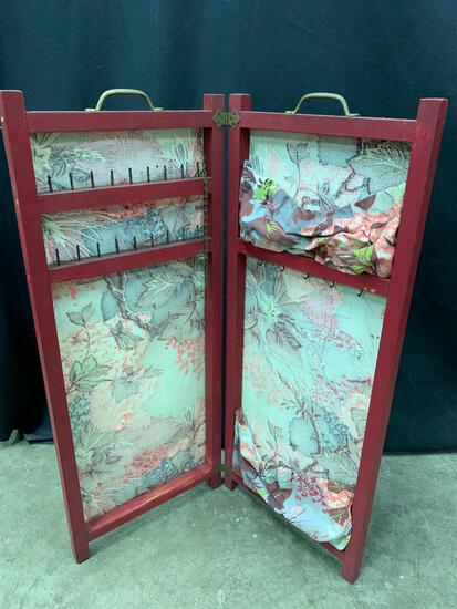 Small Sewing Screen or Jewelry Screen