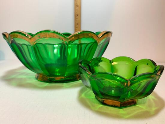 """2 Piece Lot of Northwood Green Glass Bowls. The Largest Item is 9"""" Diameter"""