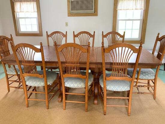 Dining Room Table w/Leaf and 8 Covered Chairs. This is a really nice table - As Pictured