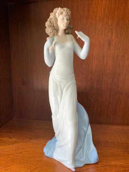 """Lladro """"Anticipation"""" with Original Box. This is 12"""" Tall"""