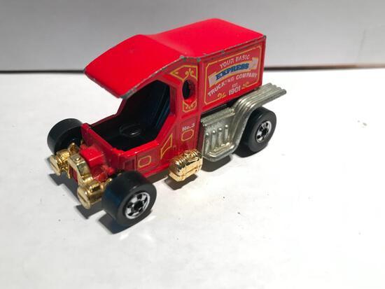 Hot Wheels 1976 T-ToTaller w/Gold Bottom