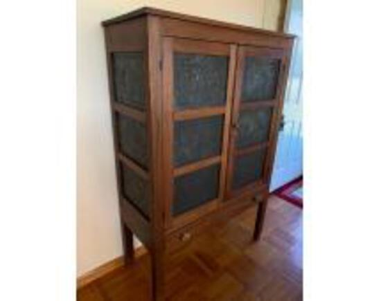 Online Only Auction of Antiques and Jewelry
