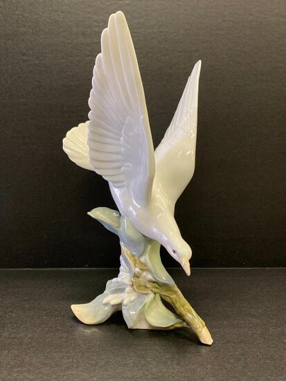 """Lladro """"Turtle Dove"""" #4550. This is 11.5"""" Tall - As Pictured"""