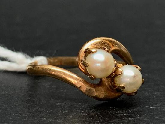 10 K Gold & Pearl Ring.The Weight is 1.2 Grams - As Pictured