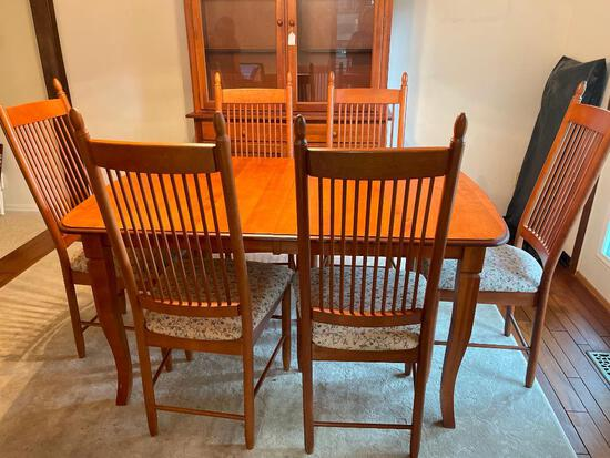 """Dining Table w/Leaf & 6 Chairs Made in Canada. The Table is 30"""" T x 60"""" L x 39"""" W - As Pictured"""