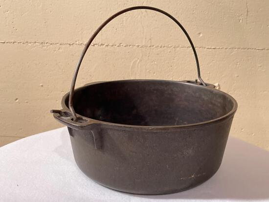 5 QT Cast Iron Dutch Oven - As Pictured