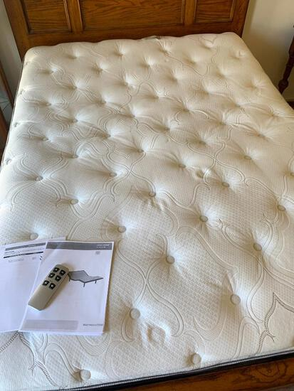 Queen Size Beauty Rest Recharge Signature Select w/Base & Controls - As Pictured