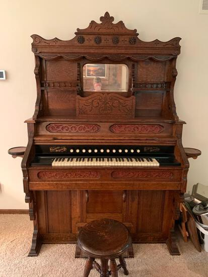 """Beautiful Intricate Antique Wood Carved Pump Parlor Organ w/Bench. This is 80"""" T x 61"""" W x 24"""" D"""