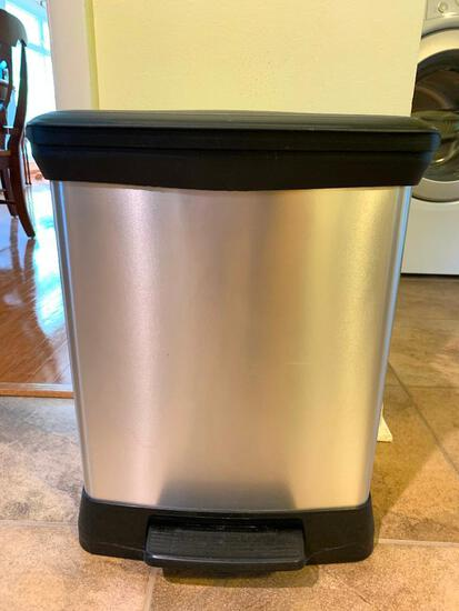 """Curver Faux Stainless Trashcan. This is 19"""" Tall"""