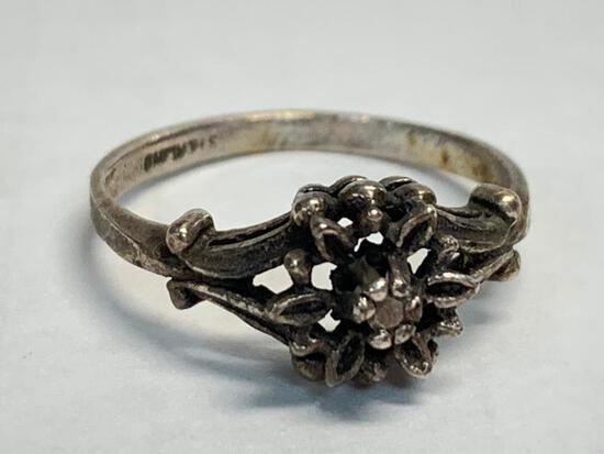 Ladies Sterling Silver Ring. WT = 1.9 grams