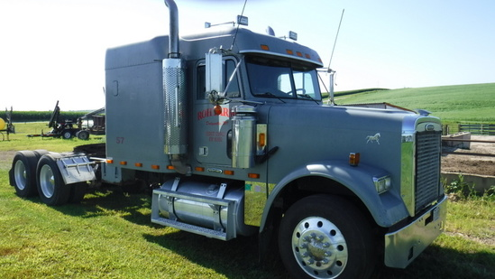 1999 Freightliner FLD 120 Classic Truck
