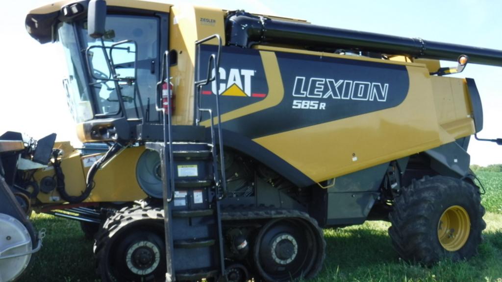 2005 CAT Lexion 585R Combine