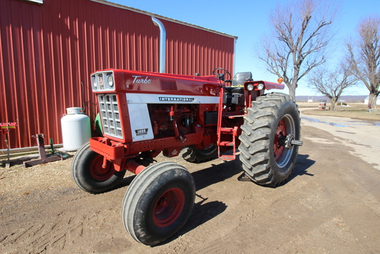 International 1466 Turbo Tractor
