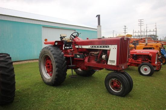 CIH 806 Tractor
