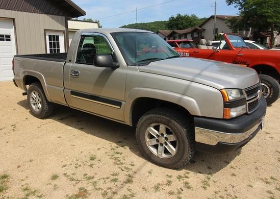 2006 Chevrolet Silverado LS Truck