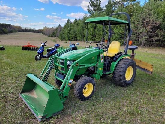 John Deere 2520 Compact Utility Tractor