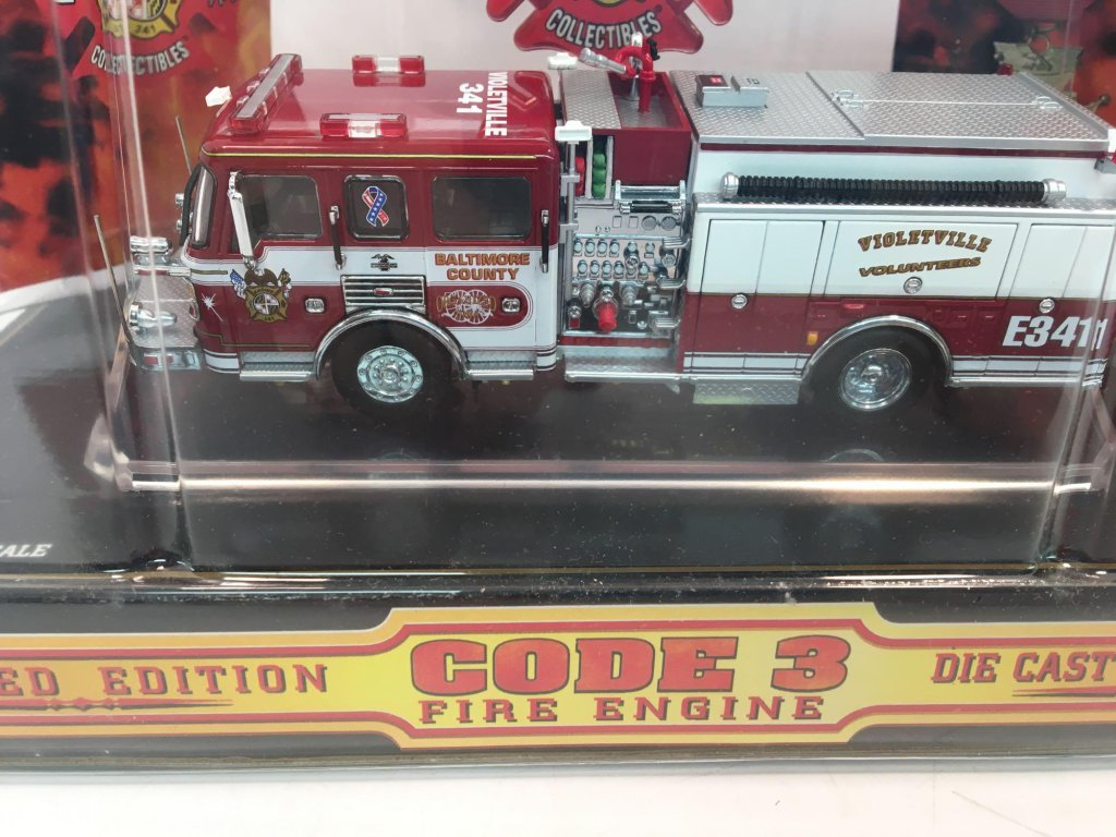 Lot: CODE 3 die cast collectible American LaFrance Pumper(Baltimore